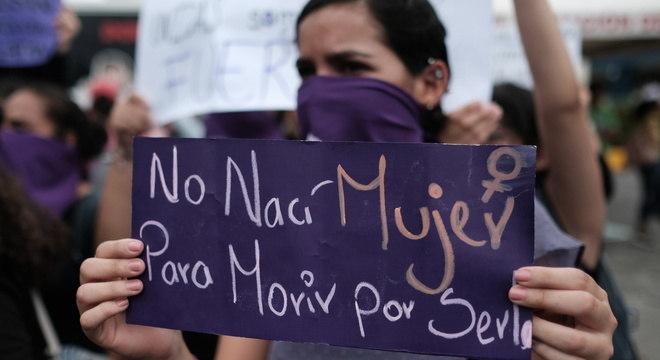 'Não nasci mulher para morrer por ser uma': Com isolamento, violência aumenta
